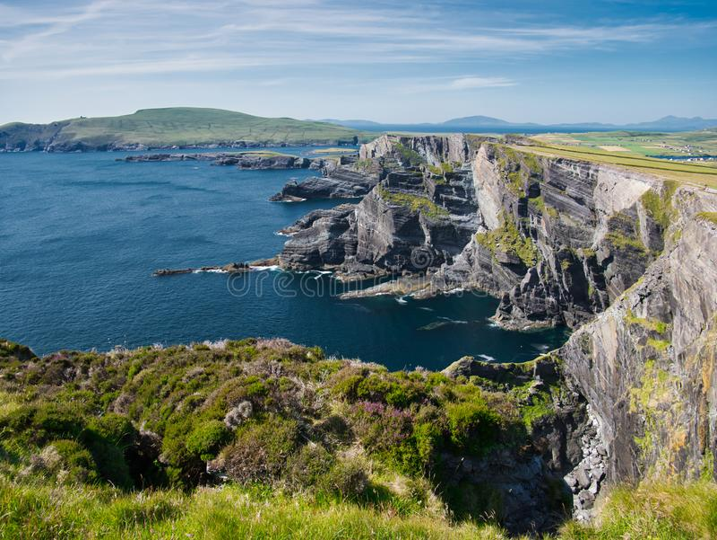 Vista ao penhasco do Kerry perto de Portmagee na Irlanda fotografia de stock royalty free