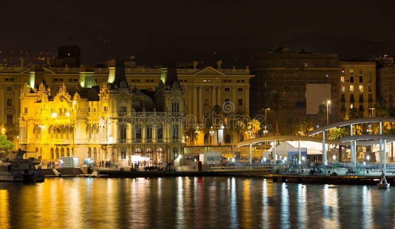 Vista ao porto de Barcelona na noite foto de stock