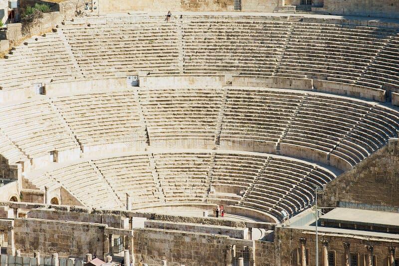 Vista ao teatro romano antigo em Amman, Jordânia fotografia de stock