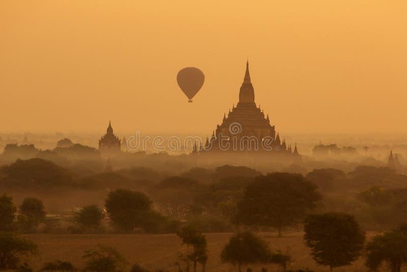 Vista aos templos antigos em Bagan, Myanmar fotos de stock royalty free
