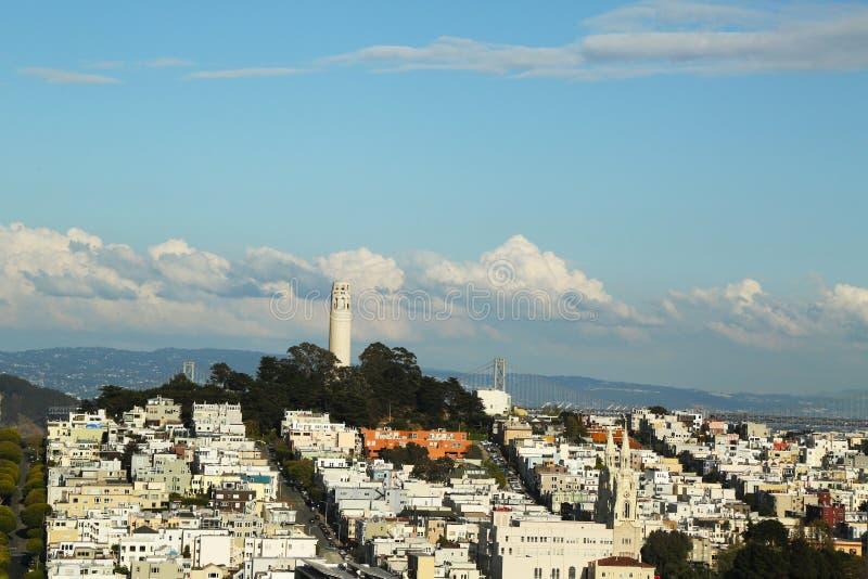 Vista areale della torre di Coit e delle vie di San Francisco immagini stock