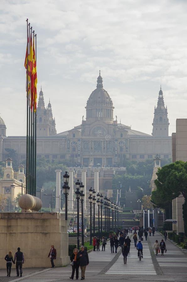 Vista a Art Museum nacional de Catalonia - MNAC de Placa Espa foto de stock