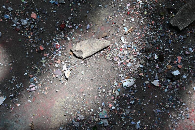 Vista ascendente próxima nas texturas da entulho e do lixo encontradas em um lugar perdido na alta resolução fotos de stock royalty free