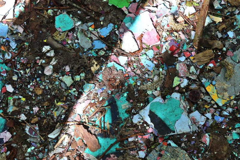 Vista ascendente próxima nas texturas da entulho e do lixo encontradas em um lugar perdido na alta resolução imagem de stock royalty free