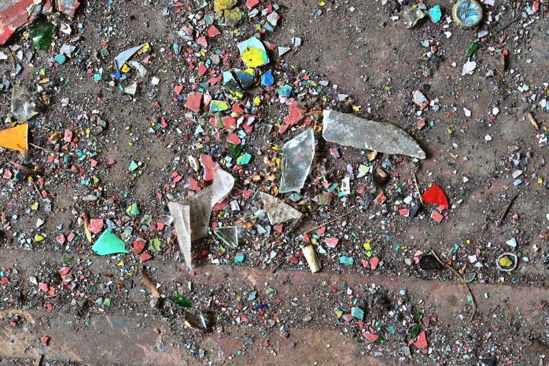 Vista ascendente próxima nas texturas da entulho e do lixo encontradas em um lugar perdido na alta resolução imagens de stock royalty free