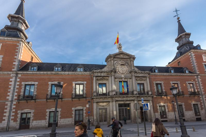 Vista asombrosa de la fachada del Ministerio de Asuntos Exteriores en la ciudad de Madrid, España foto de archivo libre de regalías