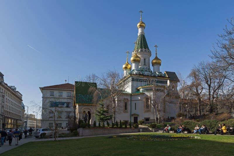 Vista asombrosa de la iglesia rusa de las bóvedas de oro en Sofía, Bulgaria imagenes de archivo
