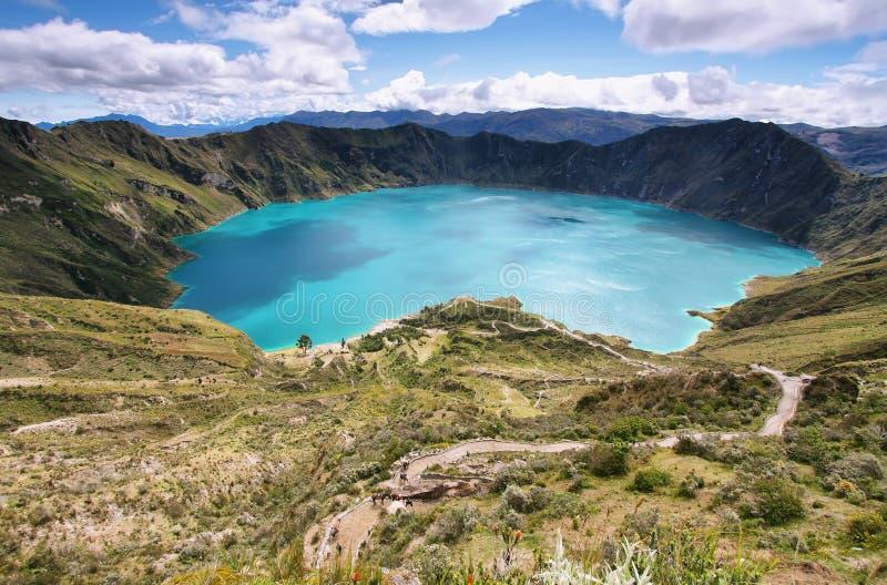 Vista asombrosa del lago de la caldera de Quilotoa fotografía de archivo libre de regalías