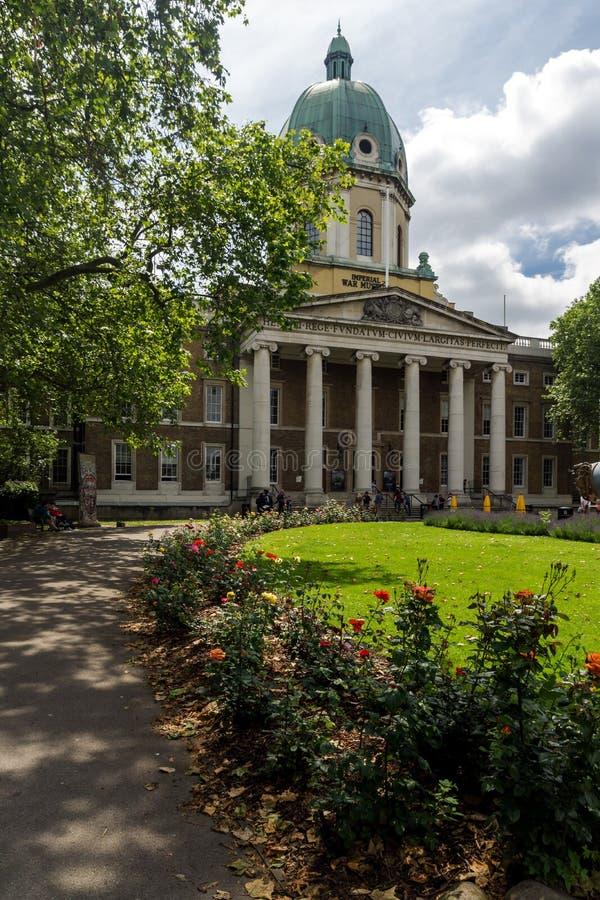 Vista asombrosa del museo imperial de la guerra, Londres, Inglaterra fotografía de archivo
