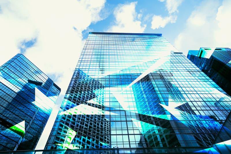 Vista astratta dell'affare alta tecnologia urbano dei grattacieli e di scena fotografia stock libera da diritti