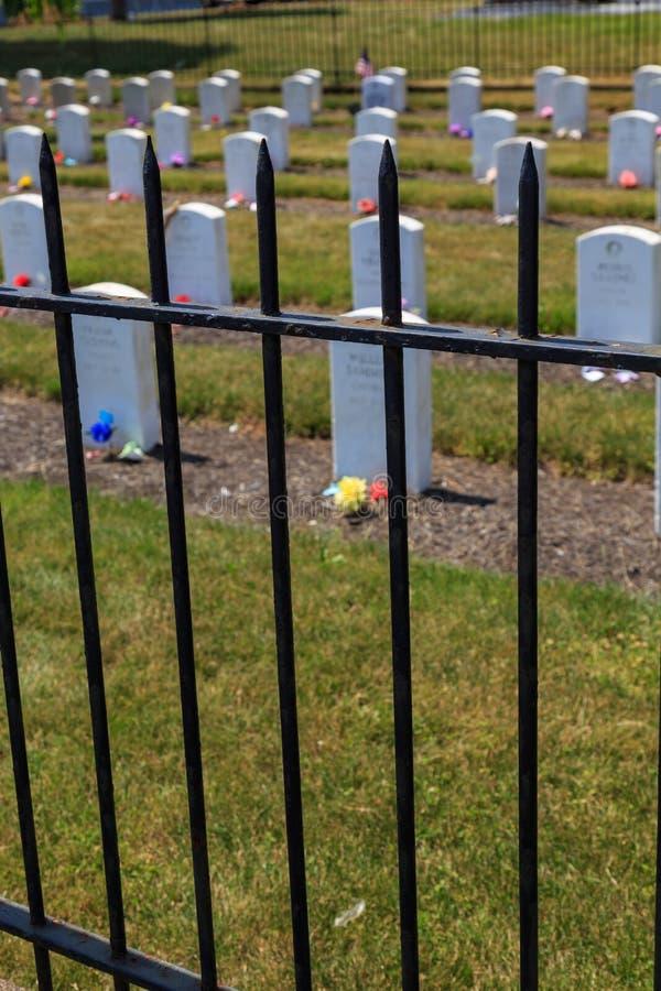 Vista através da cerca em Carlisle Indian Industrial School Grave fotografia de stock royalty free