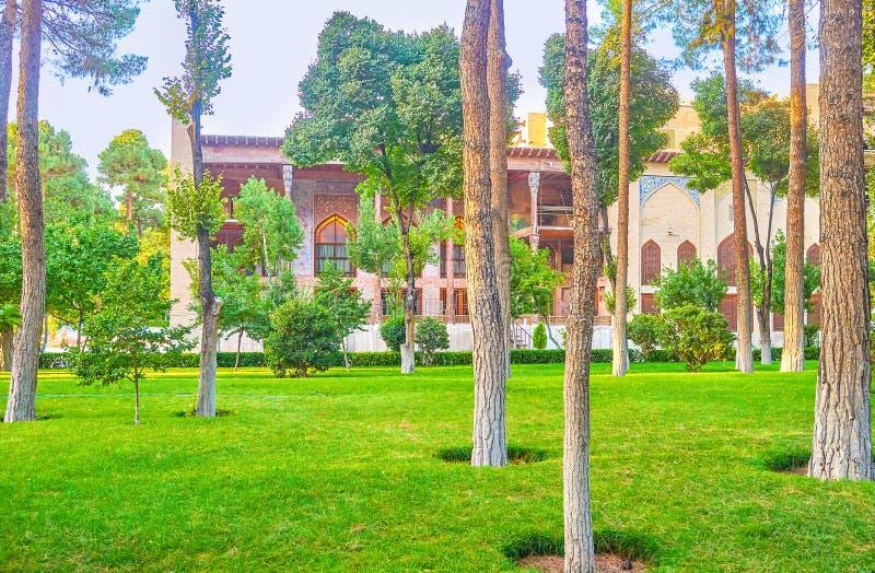 A vista através das árvores, Isfahan, Irã fotografia de stock