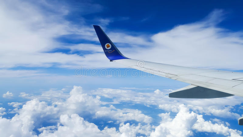 Vista através de uma janela do plano de ar da NOK fotos de stock royalty free