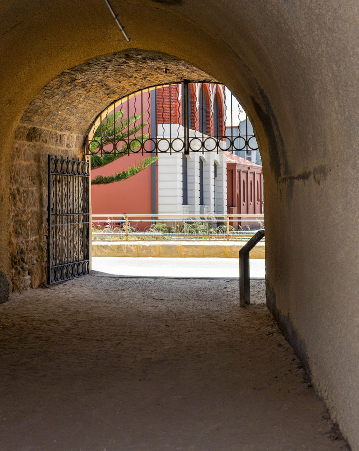 Vista através do túnel do baleeiro: Fremantle, Austrália Ocidental fotografia de stock royalty free