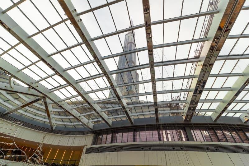 Vista através do teto de vidro imagem de stock
