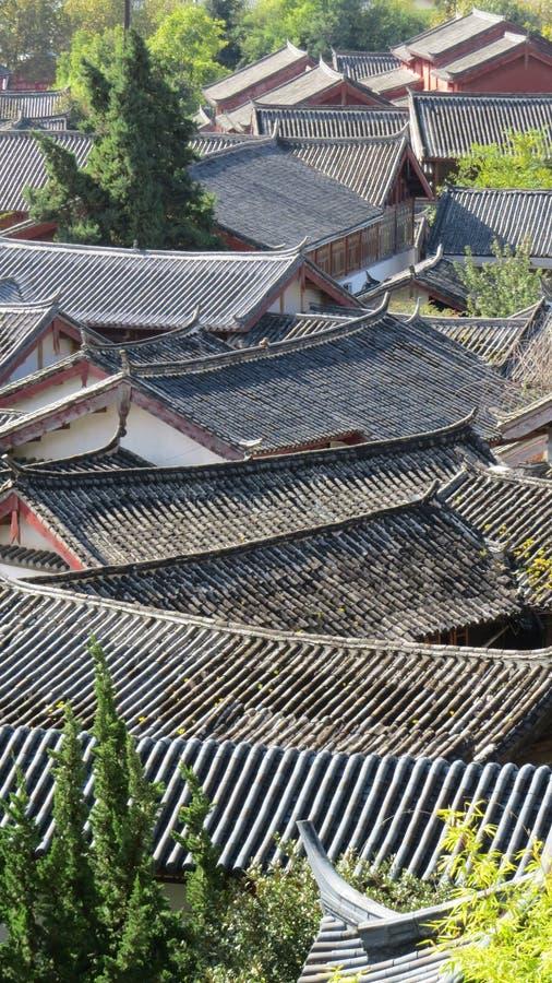 Vista através dos telhados chineses imagens de stock royalty free