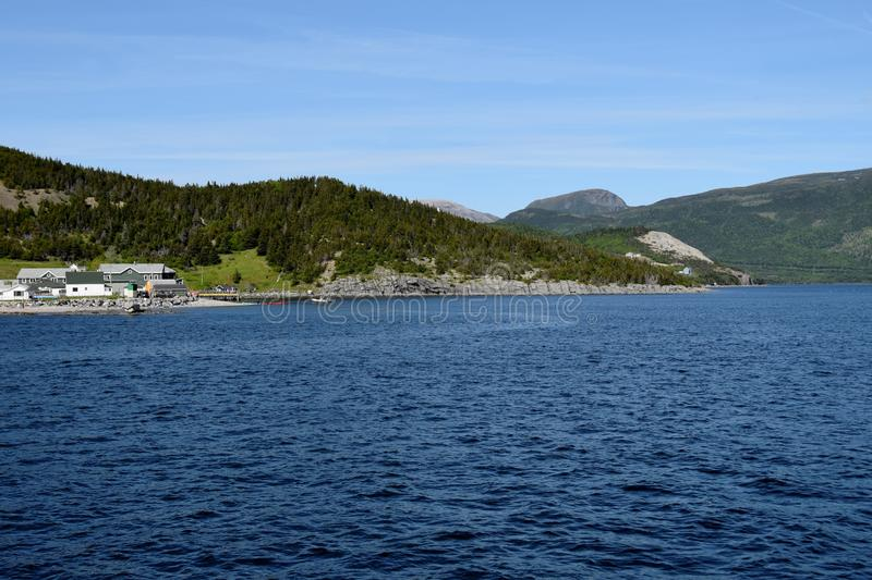 Vista attraverso la baia di Bonne verso Norris Point fotografia stock libera da diritti
