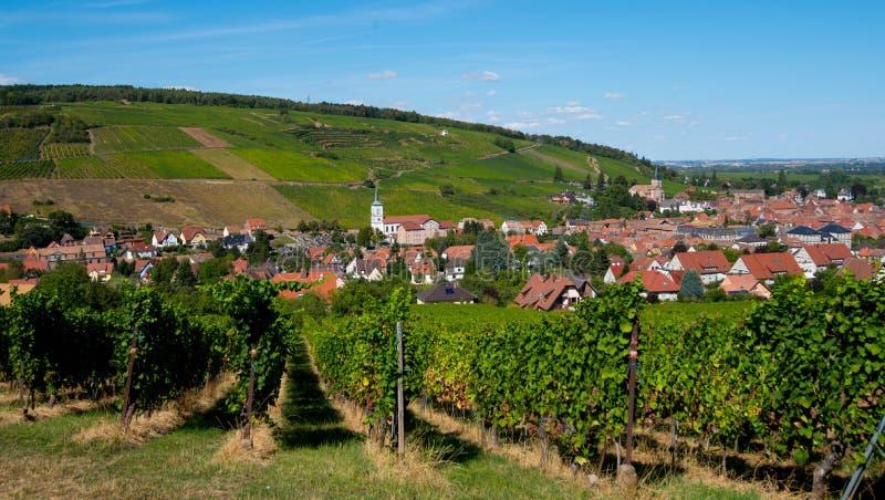 Vista a Barr em Alsácia imagens de stock