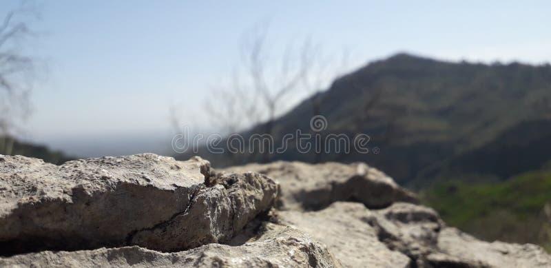 Vista bella delle colline sul modo di fare un'escursione! fotografia stock libera da diritti