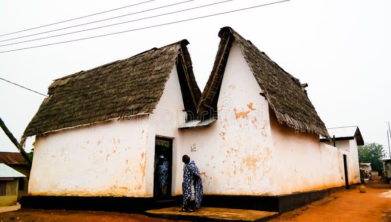 Vista a Besease Asante Shrine tradizionale a, Ejisu, Kumasi, Ghana immagine stock libera da diritti