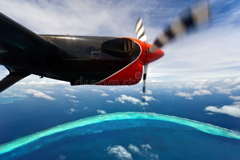 Vista Bird's-eye de atolls de maldives fotos de stock