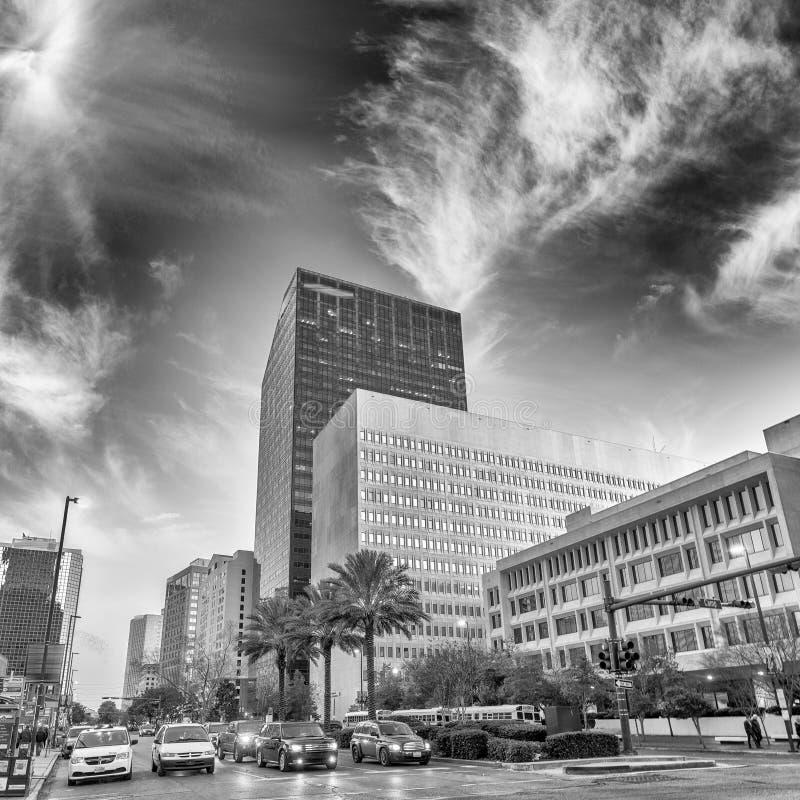 Vista blanco y negro de New Orleans en el tiempo de la puesta del sol fotografía de archivo libre de regalías