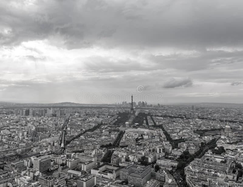 Vista blanco y negro del top de París fotos de archivo