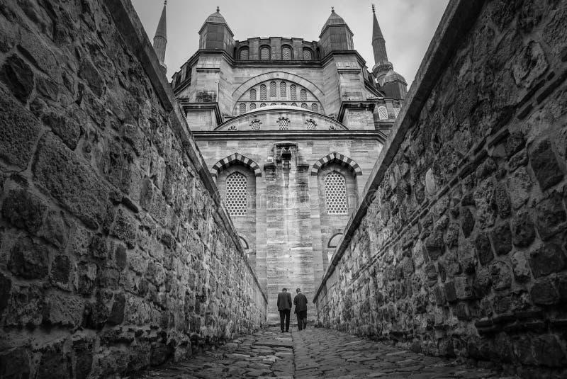Vista blanco y negro majestuosa de la entrada de Camii de la mezquita de Selimiye, diseñada por Mimar Sinan en 1575 Edirne, Turqu fotos de archivo