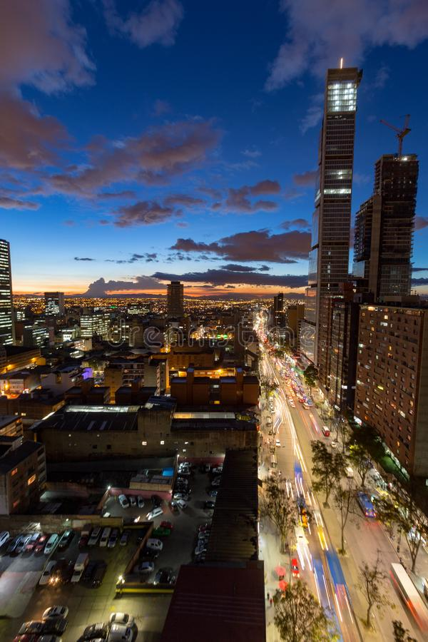 Vista blu della città di Bogota di ora fotografia stock