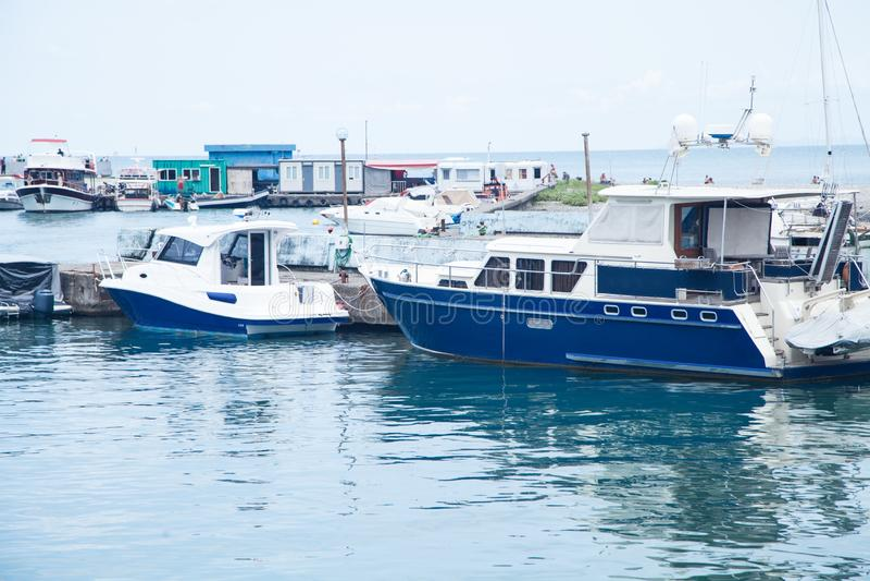 Vista bonita Batumi, Geórgia 2018 Barcos com mar imagem de stock