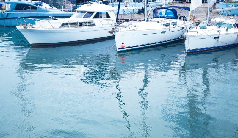 Vista bonita Batumi, Ge?rgia 2018 Barcos com mar imagem de stock