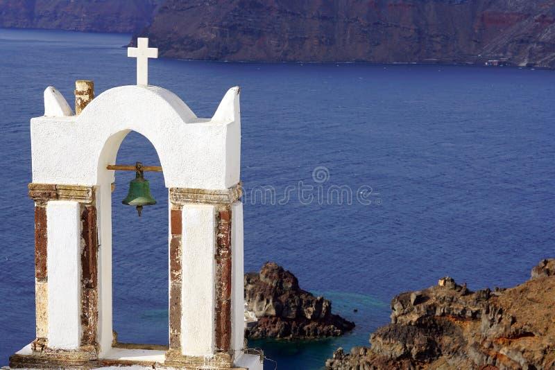 Vista bonita com as igrejas em Santorini, Cyclades imagem de stock