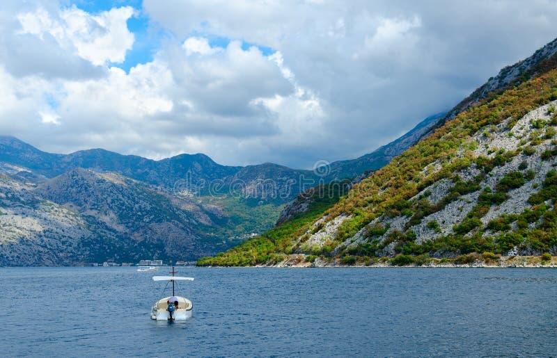 Vista bonita da baía de Kotor perto da cidade de Perast, Montenegro imagem de stock royalty free