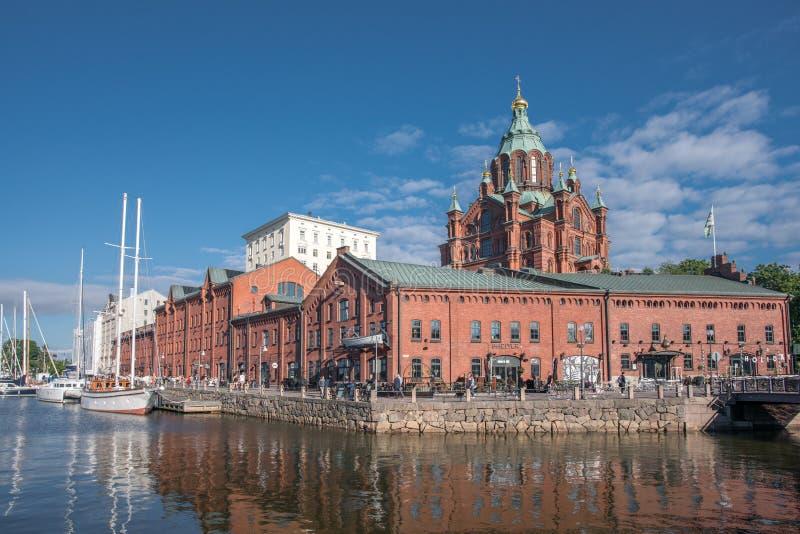Vista bonita da catedral de Uspenski em Helsínquia, Finlandia imagens de stock