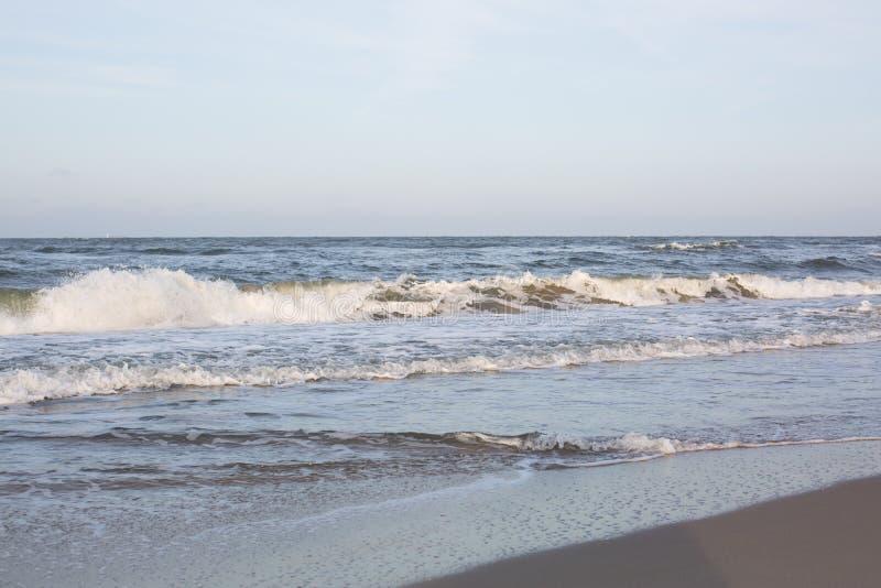 Vista bonita da costa de mar fotos de stock