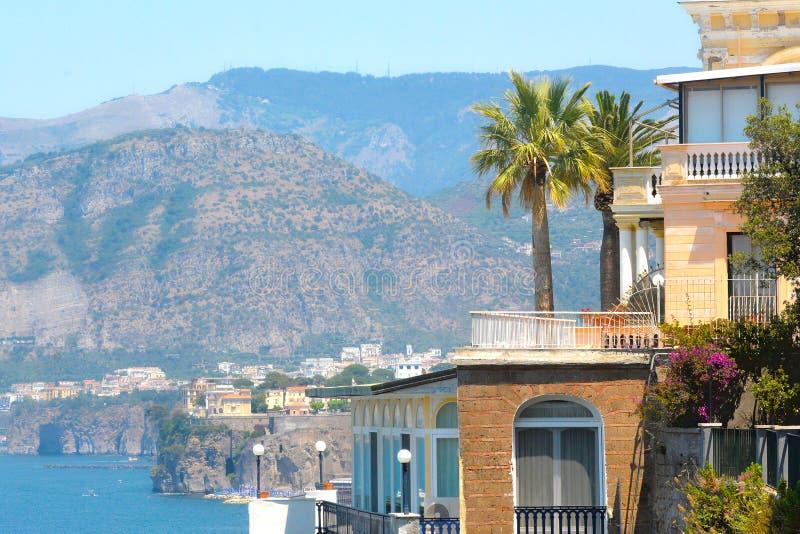 Vista bonita da costa de Sorrento, Itália foto de stock