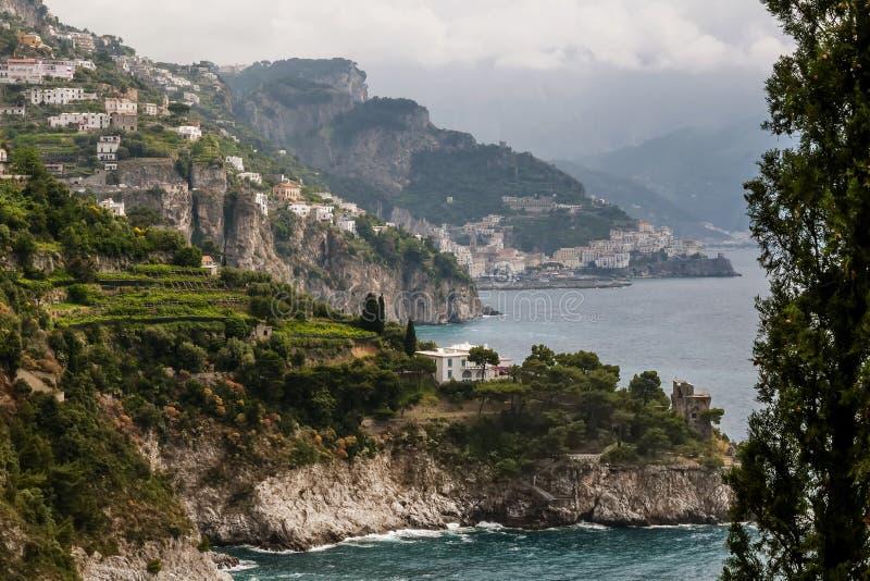Vista bonita da costa famosa de Amalfi, Campania, Itália foto de stock