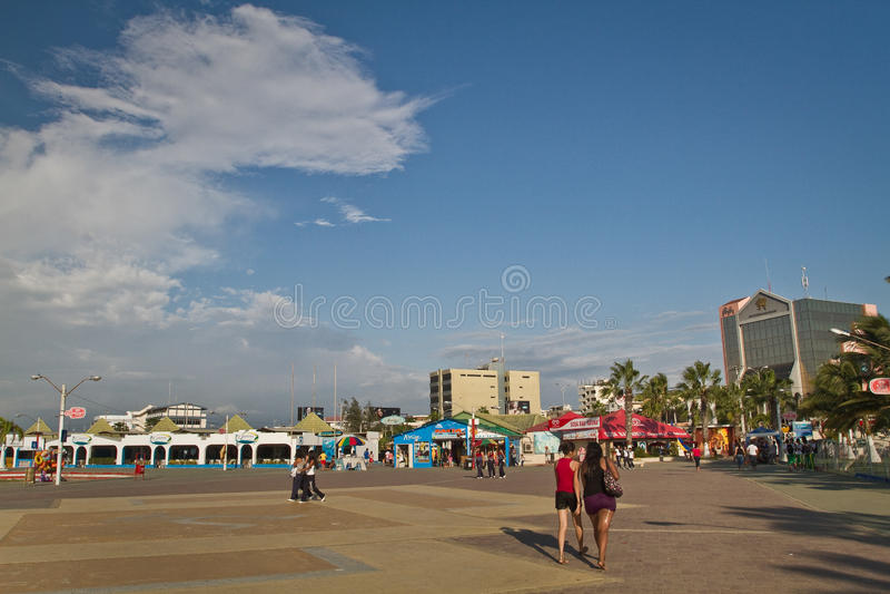 Vista bonita da esplanada da praia de Murcielago dentro imagem de stock