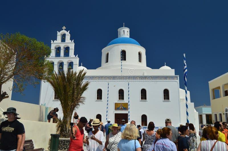 Vista bonita da fachada principal da igreja de Panagia na ilha de Oia Santorini Arquitetura, paisagens, curso, cruzeiros fotos de stock royalty free