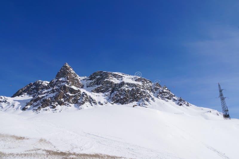 Vista bonita da montanha da neve na passagem de Julier, Suíça imagem de stock