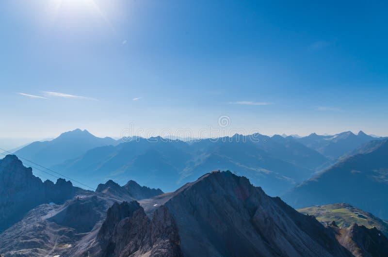 Vista bonita da montanha Valluga, cumes de Lechtal, Áustria foto de stock royalty free