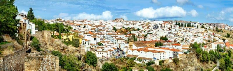 Vista bonita da parede da fortaleza da cidade velha em Ronda Andalusi foto de stock royalty free