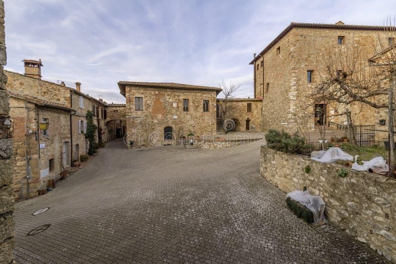 Vista bonita da vila medieval de Murlo, província de Siena, Toscânia, Itália fotografia de stock