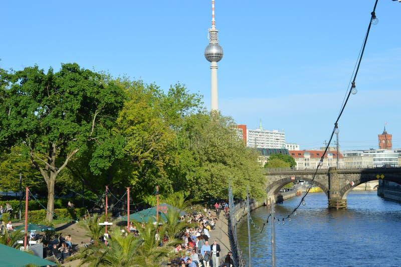 a vista bonita de Berlim e a tevê elevam-se fotos de stock royalty free