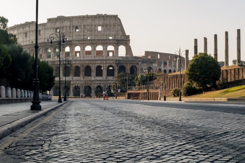 Vista bonita de Colosseum no nascer do sol, Roma, Itália fotos de stock royalty free