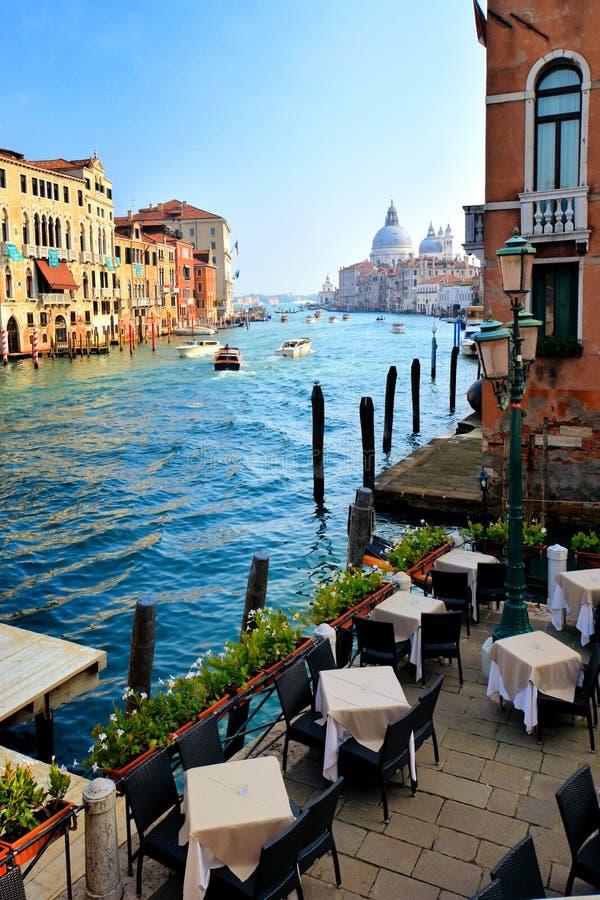 Vista bonita de Grand Canal com basílica, Veneza, Itália fotos de stock royalty free