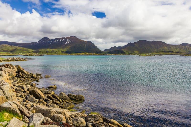 Vista bonita de ilhas de Lofoten em Noruega fotos de stock