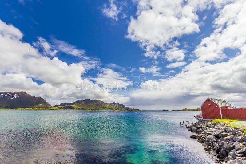 Vista bonita de ilhas de Lofoten em Noruega imagens de stock