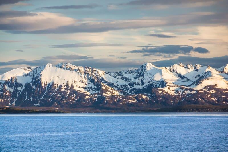 Vista bonita de Noruega do norte perto de Alta imagens de stock royalty free