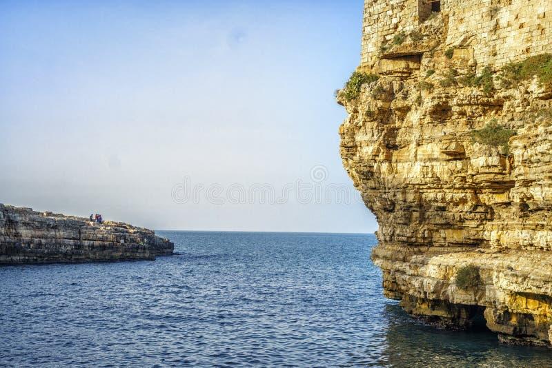 Vista bonita de Polignano, Itália fotos de stock royalty free